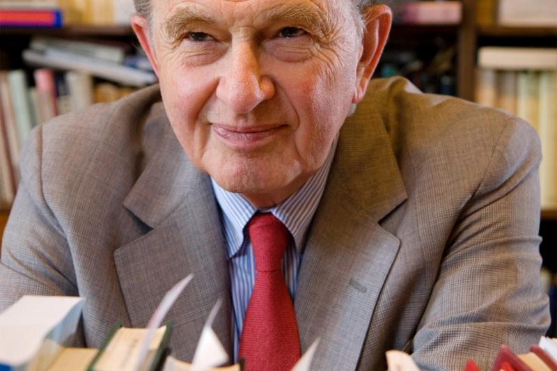 A portrait of Bernard Bailyn.