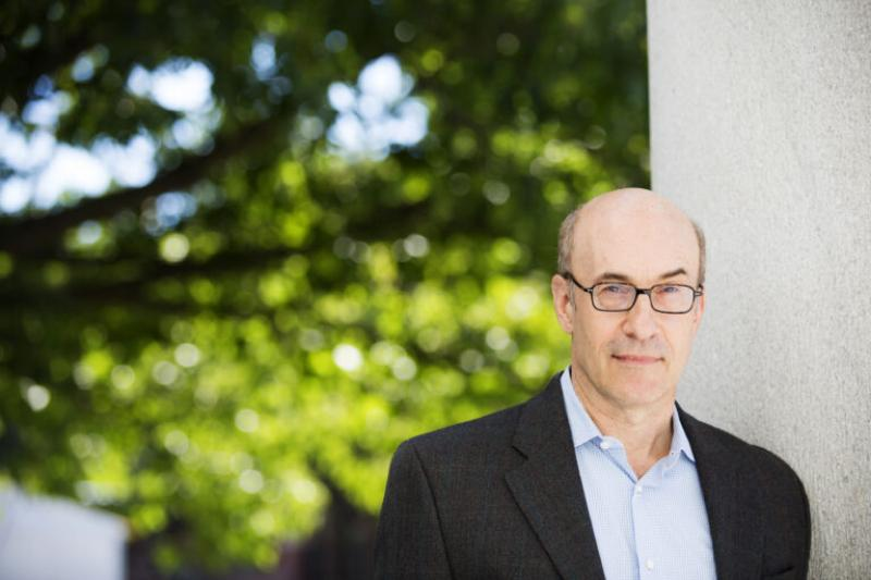 A portrait of Kenneth Rogoff, professor of public policy and economics.