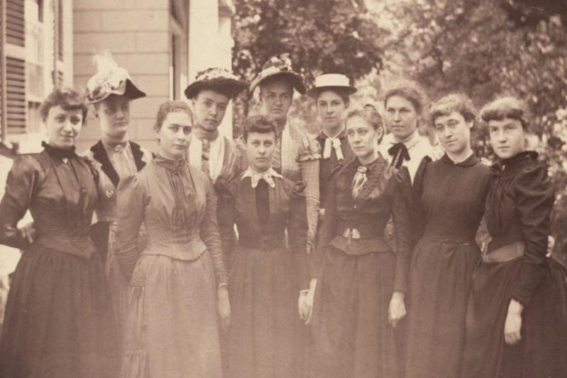 A small group of women created an organization known as the Harvard Annex. A photo from 1890 shows the Class of 1893.