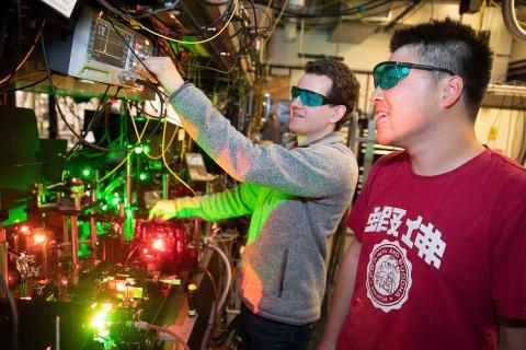 2 students working with lasers in the Doyle Lab at Harvard University