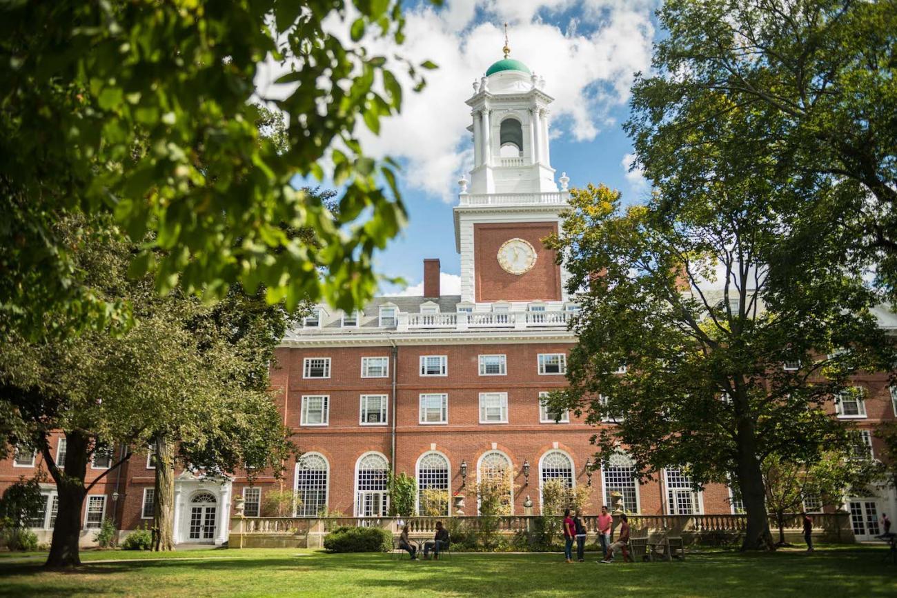 Harvard building Eliot House