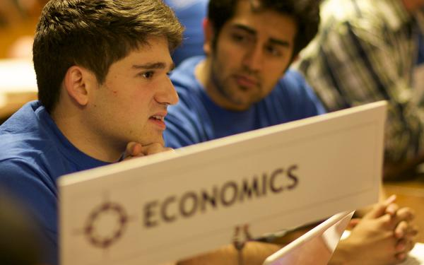 2 students at the economics table at the advising fair